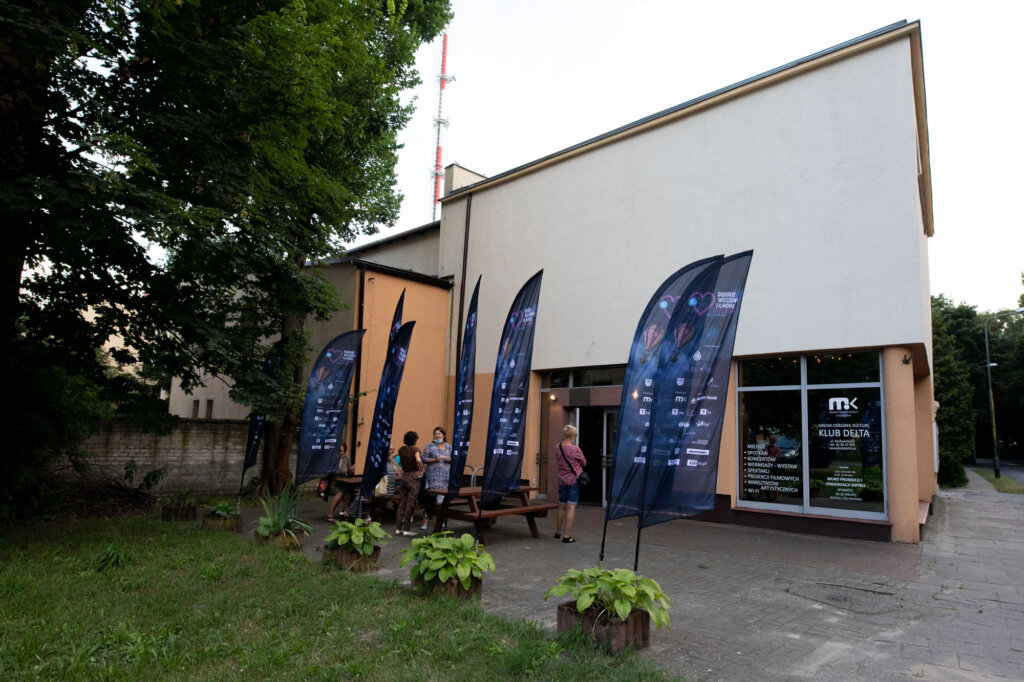 Wejście do Klubu Delta, gdzie odbywa się część projekcji i spotkań w ramach 15. DWF